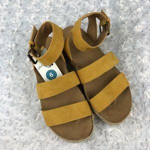 Universal Thread Agnes Yellow Espadrille Sandals 6